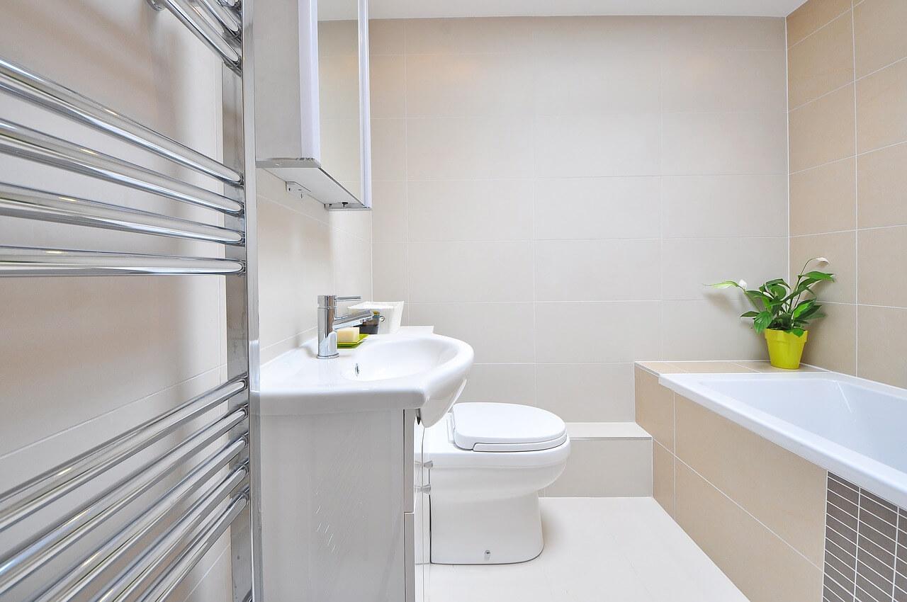 Budżetowa łazienka – czy może być piękna?